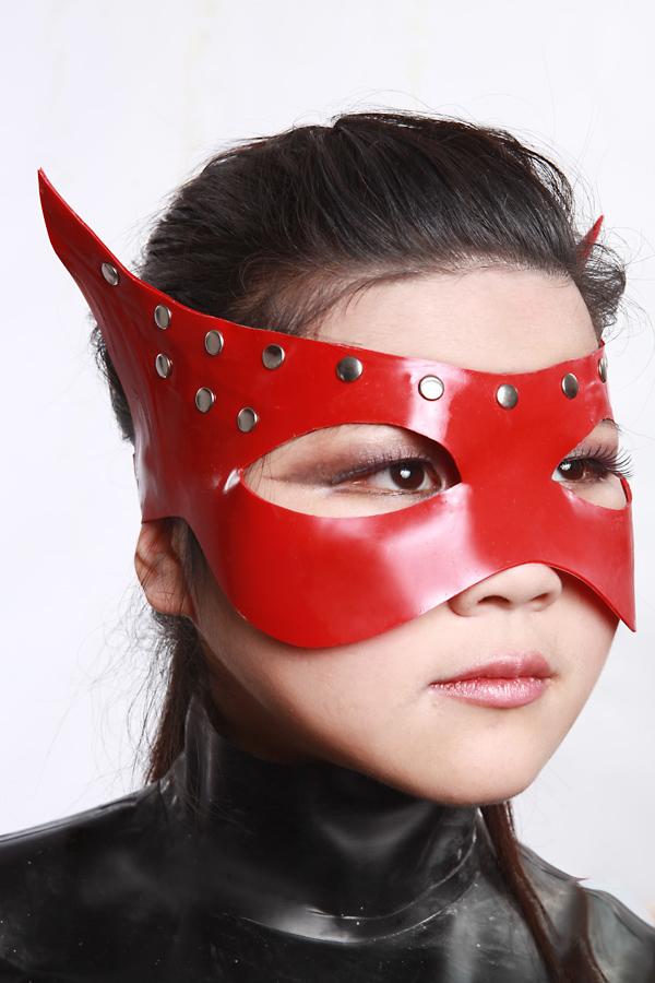 Studded Cateye Mask