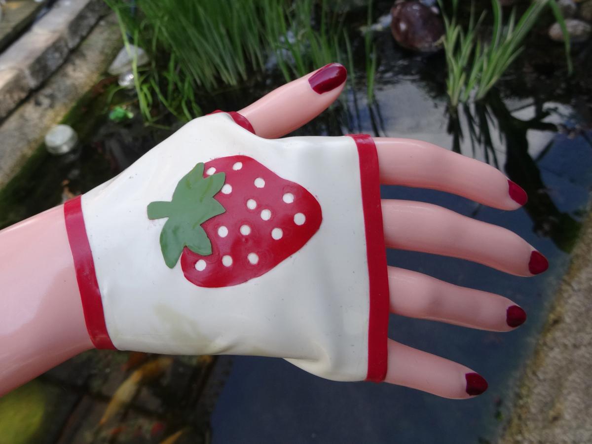 Latex Gauntlets Miss Strawberry
